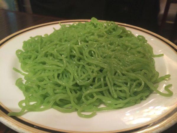 クロレラ入り翡翠麺