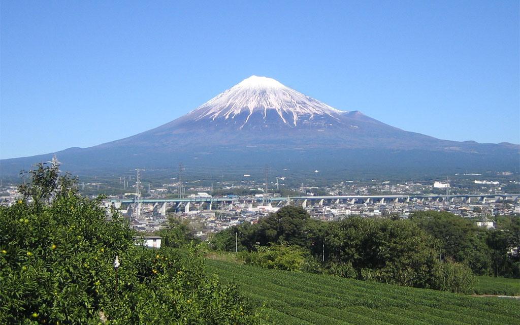 出典:http://ja.wikipedia.org/wiki/富士山#mediaviewer/ファイル:MtFuji_FujiCity.jpg