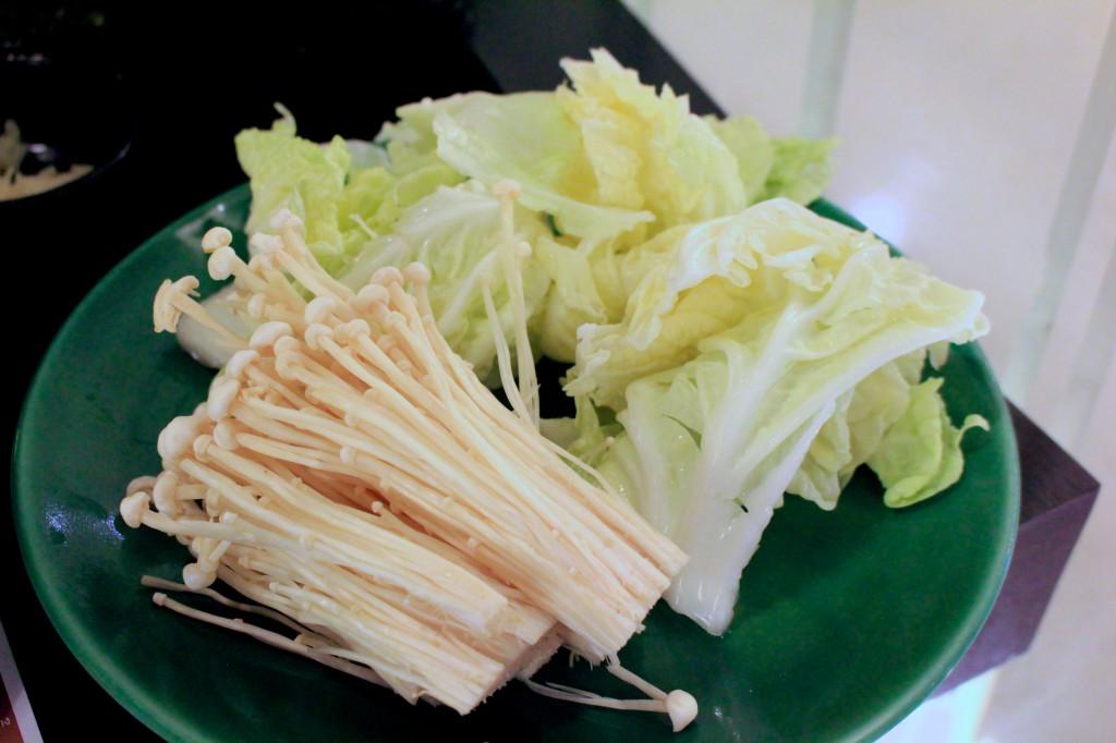 エノキと白菜はすきやきスープ用に