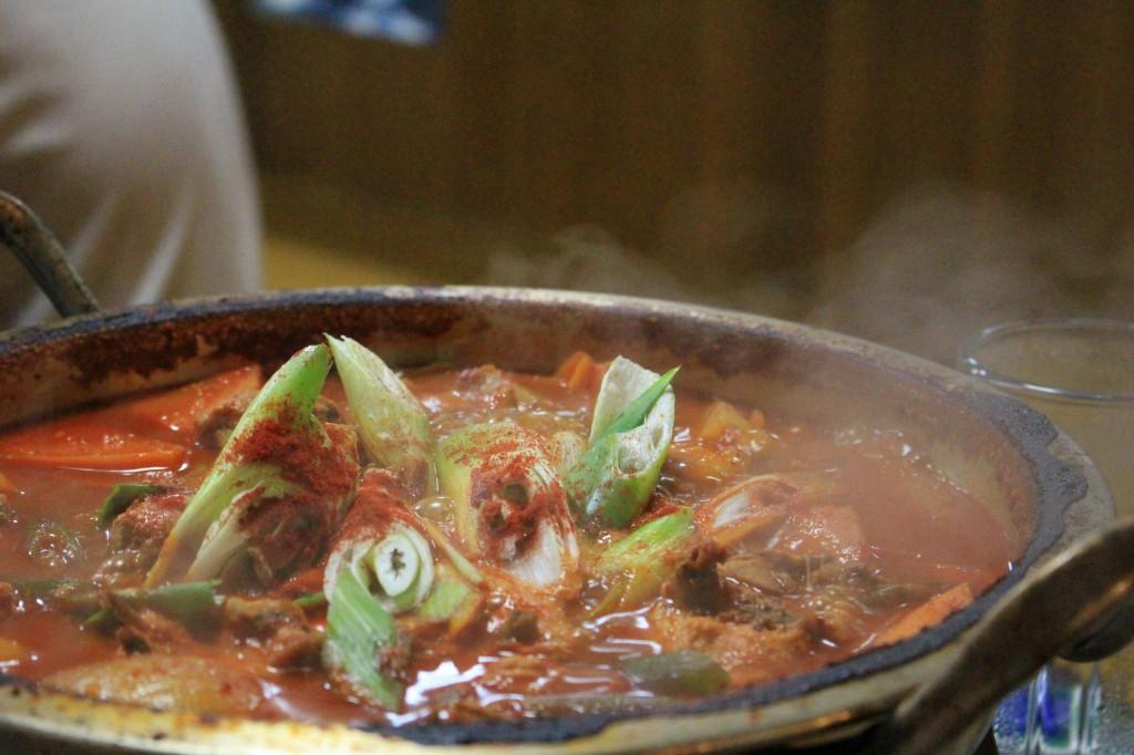 ガムジャタン以上に赤い鍋。がこれも良い味