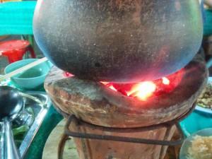 素焼きの七輪と鍋