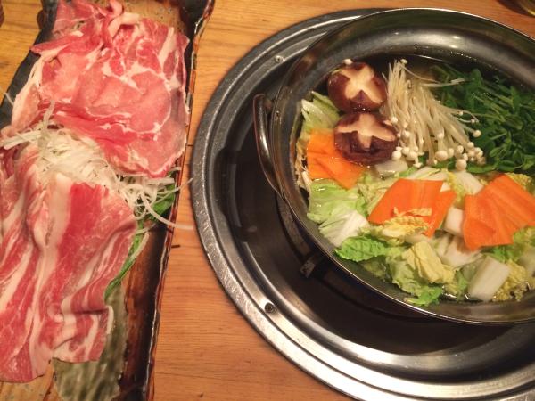 どんぐり豚と鍋。