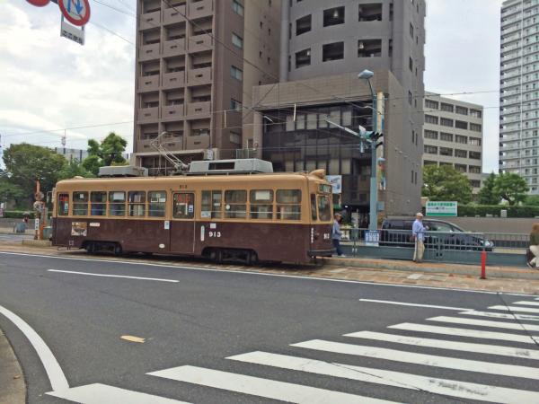 広島の路面電車「広電」。どことなく懐かしさを漂わている。