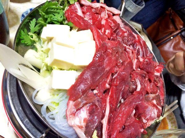 思わず牛肉と間違えるねぎま鍋。大将お勧め。
