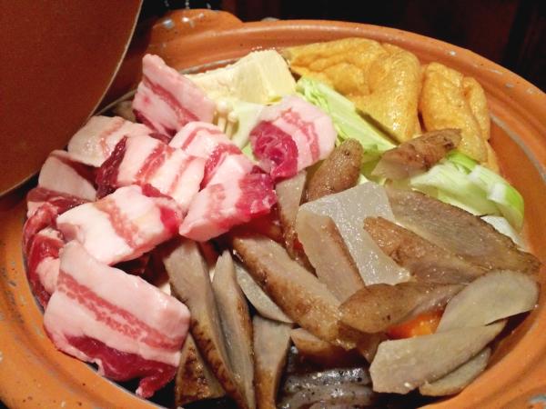 具がたっぷり。猪肉に山菜に。