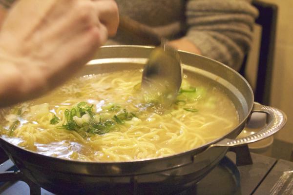 さっと煮込んで。豚と野菜の出汁が出ていてホッとする味。