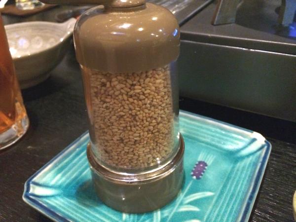 隠し味その3。本当はこれを一番最初に紹介しなければいけない「ゴマ」。とにかくゴマが合う鍋でした。
