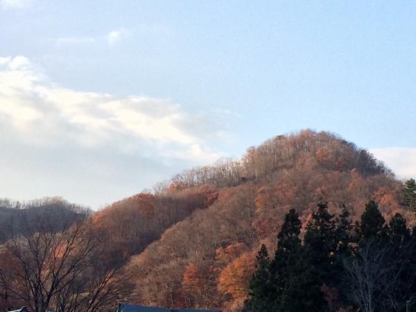 山々の紅葉で目の保養。