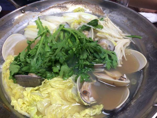 蛤が煮えたあと、春菊はさっとね。