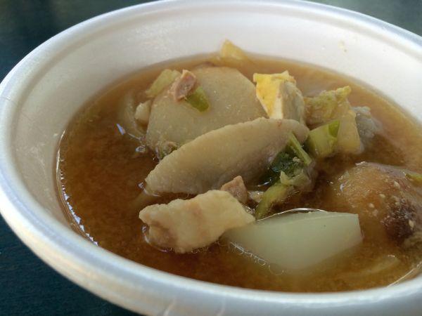 里芋に豚肉。野菜たっぷりの味噌味。