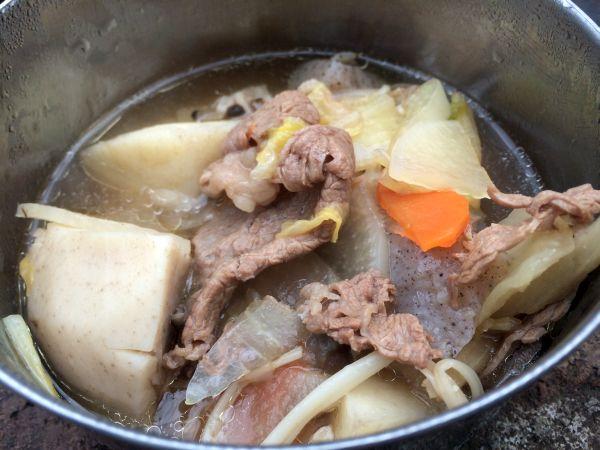 山形風芋煮鍋。醤油+牛肉で懐かしい味。