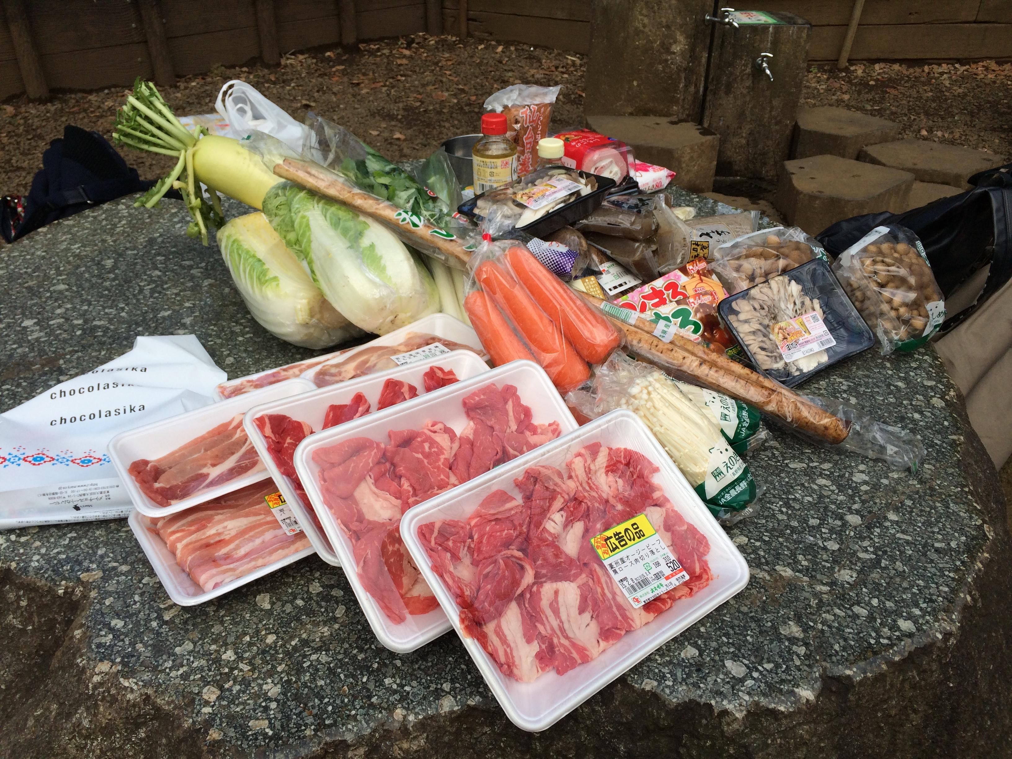 買い出した食材のすべて。 端に見える里芋の量は1.6kg