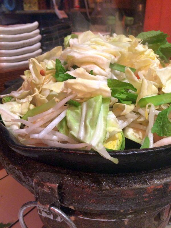 海月のジンギスカンの特徴は羊肉に加えて、野菜の種類が豊富なこと。季節の彩り野菜。