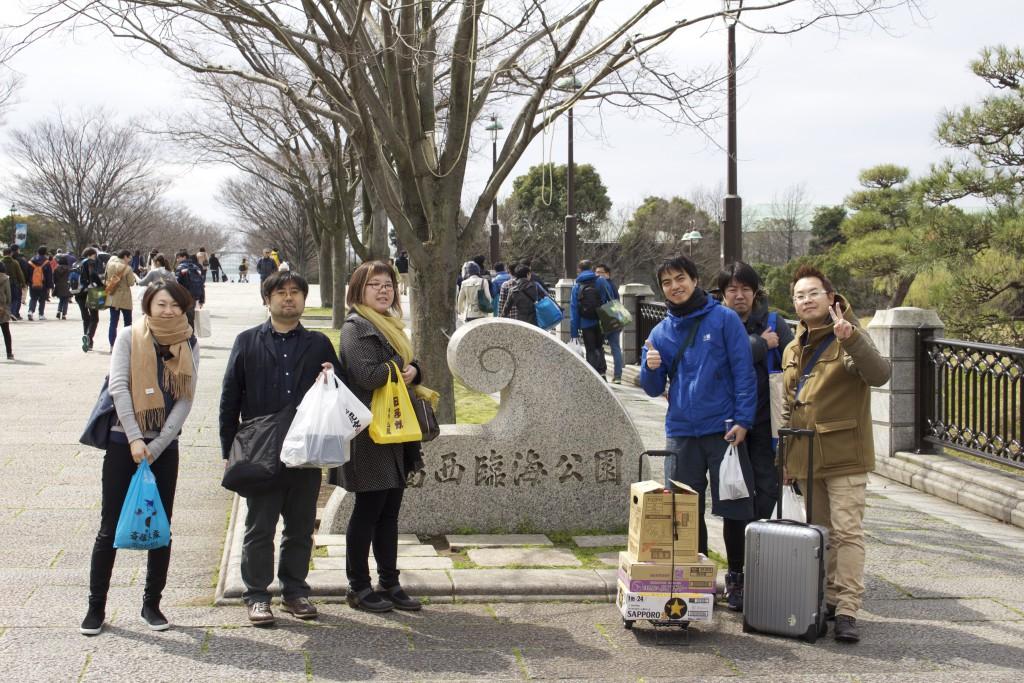 葛西臨海公園の入り口で記念撮影