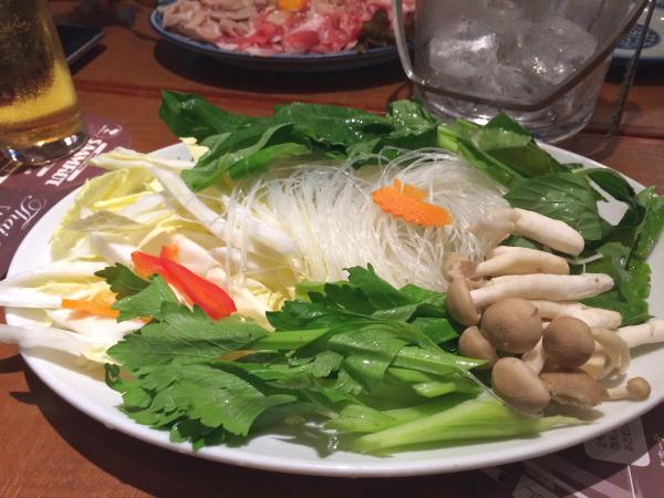 スイートバジルに空芯菜、たっぷりの野菜。
