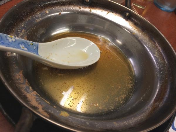アルミの鍋しか出せない世界観。