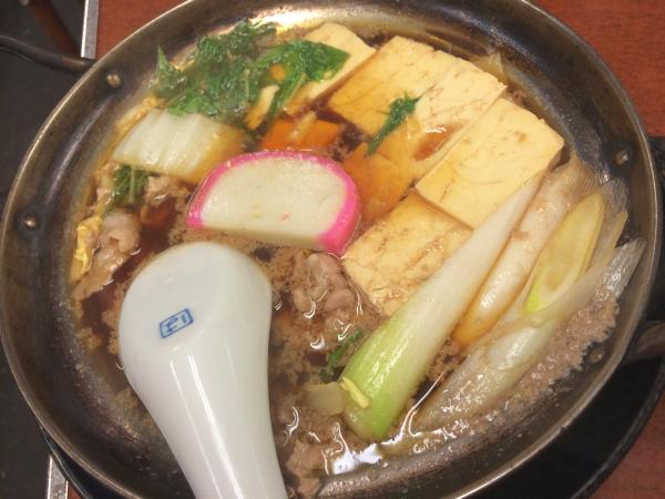 肉豆腐。 アルミの鍋に、 くどいぐらいの甘い醤油味が郷愁を誘う。
