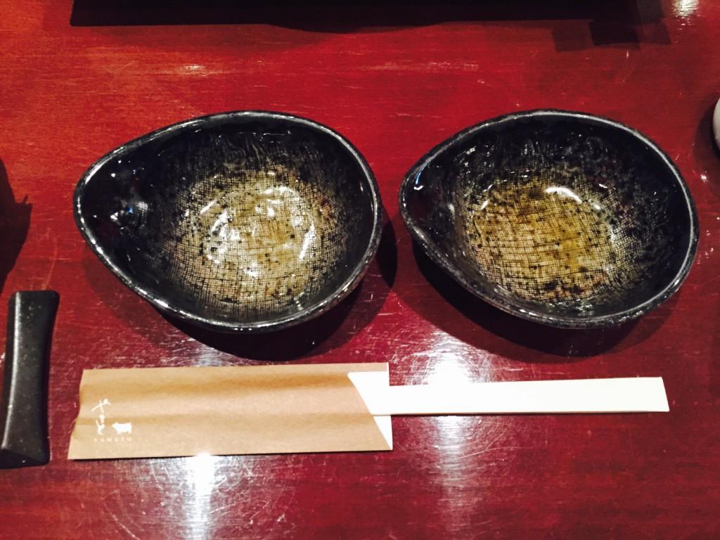 2色取り分け用に取り皿も2つ