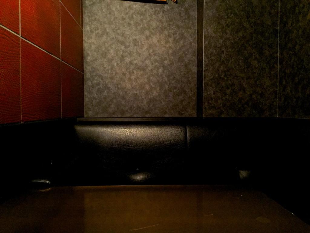2名用個室。引き戸で完全に遮断されます