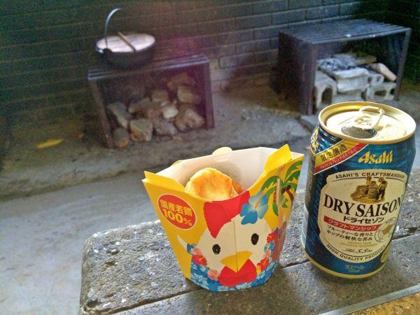 キャンプ所に先乗りしていたのでビールとからあげクンでウェイティング。