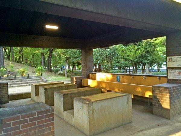 水道も完備。 調理台もあるのでみんなでわいわい楽しみながらできる素敵な場所。