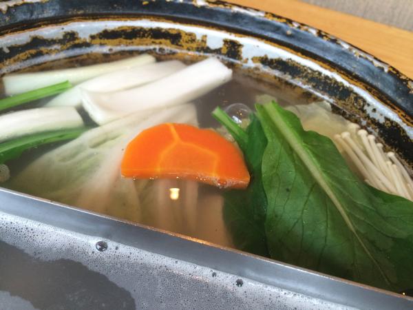 野菜を鍋に入れて。