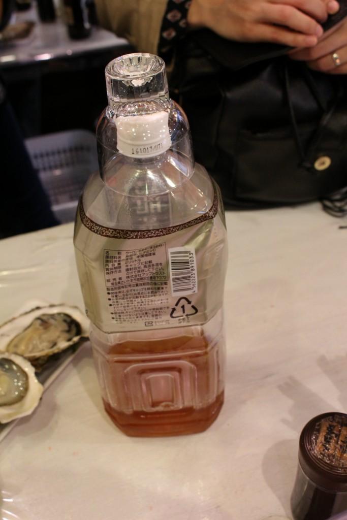 烏龍茶なんか雑。でも100円というコスパ。