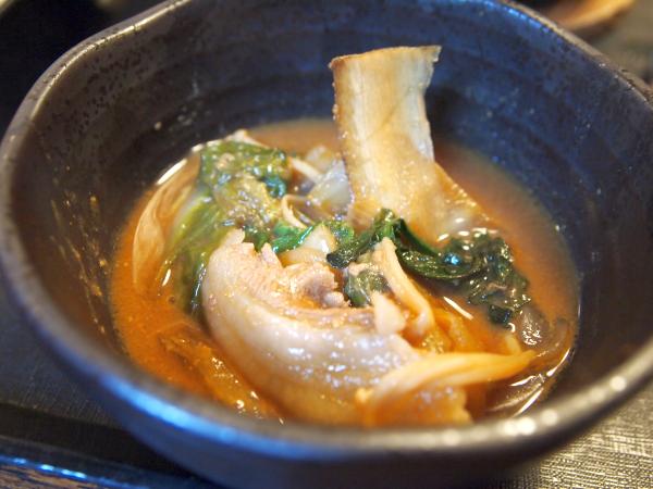 いのししの肉。野趣溢れる味。 味噌、そして野菜との組み合わせが最高。