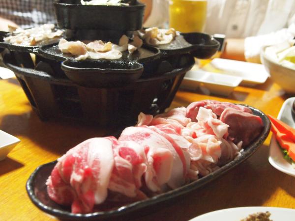 全部で4種類。すべて豚。 豚タン、豚トロ、豚バラ、豚ロース。