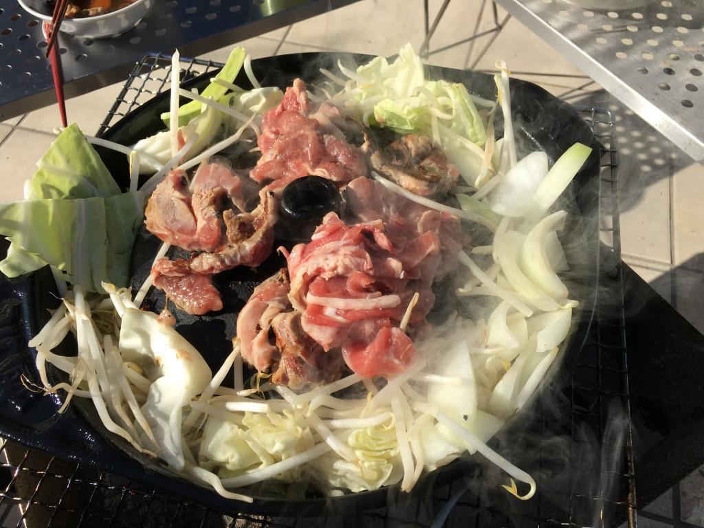 この鍋は縁の野菜が「煮える」のが特徴。