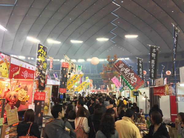 ドームのグラウンド内が日本のふるさとに。賑やか。