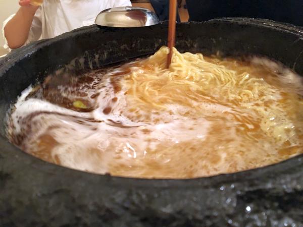 〆の中華麺。