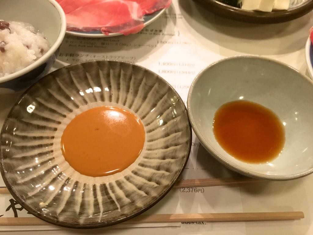 タレはごまダレとポン酢の2種類