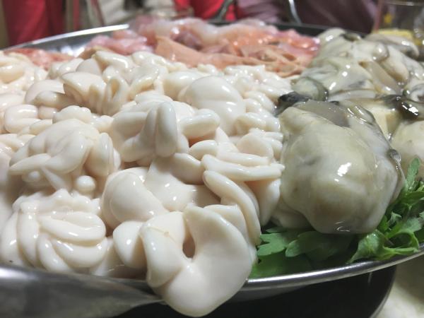 しばらく見納めの白子と牡蠣をアップで。