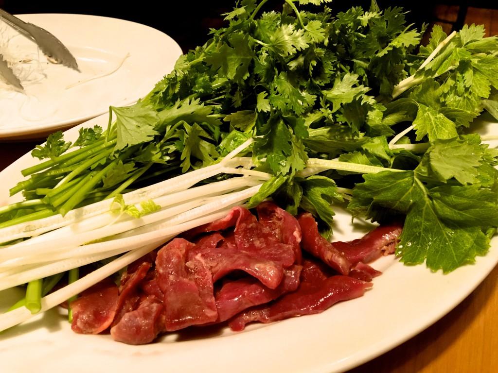 空心菜、パクチー、ホワイトセロリ、ハツなどを追加