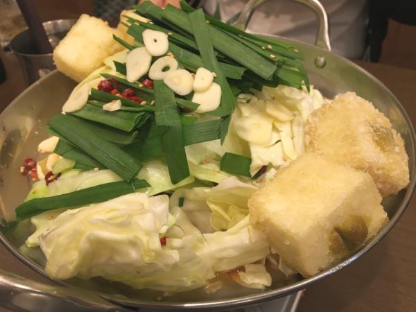 ここのもつ鍋。もつはもちろん、柚子胡椒入り揚げ豆腐が絶品。