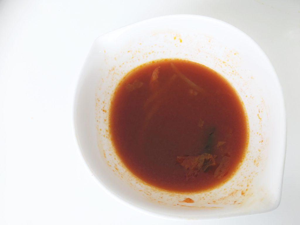 チゲのスープ。具がないと多少危険な辛さではある