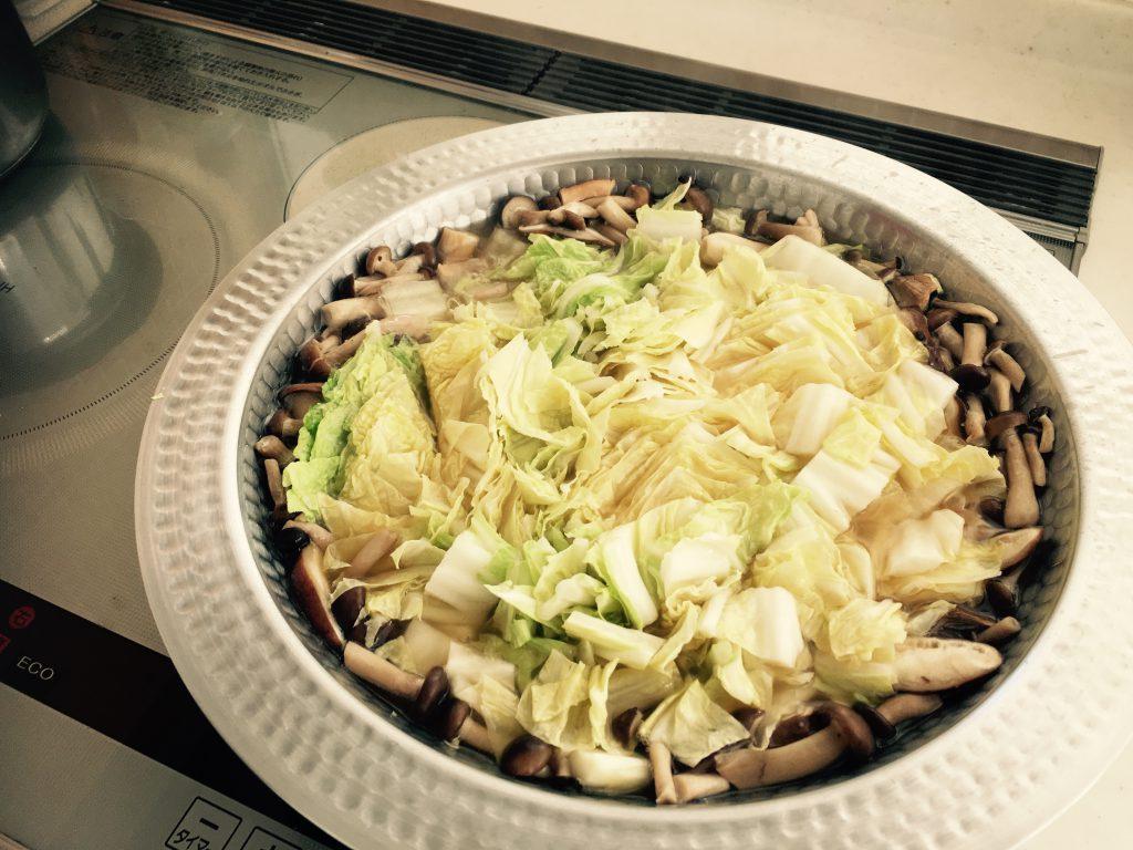 白菜ときのこ中心の自作鍋