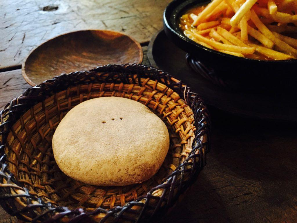 まん丸で平たい、かわいらしいパン