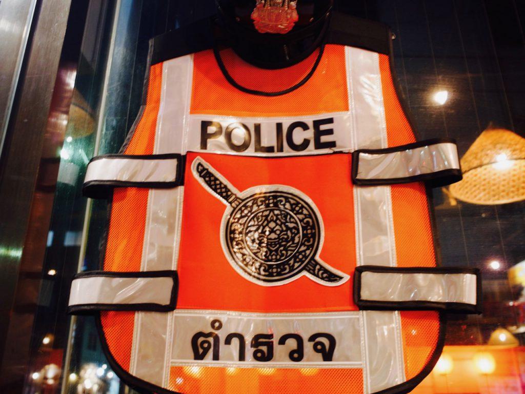 こんなものも。タイ語で警察(タムルワット)と書いてある