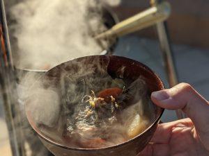 お椀に取り分け。カジカのアラも入れて。